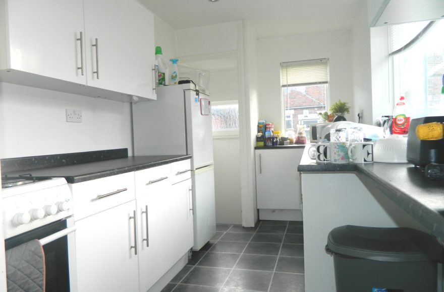 Student or Professional Simonside Terrace 4 Bed Upper Maisonette To Let in Heaton Newcastle Upon Tyne