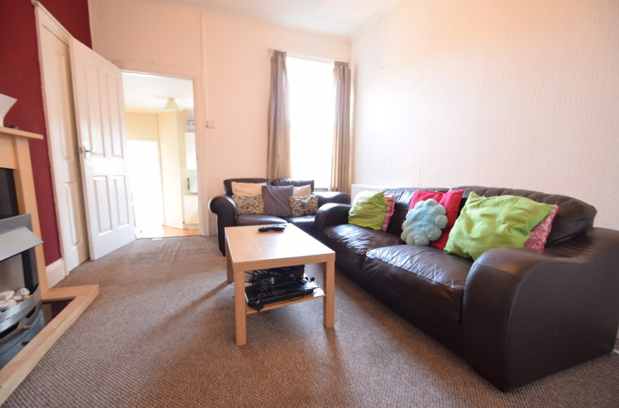 3 Bedroom Student or Professional Flat To Rent on Rothbury Terrace Heaton Newcastle Upon Tyne
