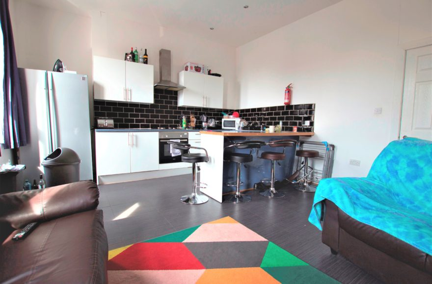 Massive 5 (All Doubles) Bedroom Student Maisonette To Rent on Heaton Road Newcastle Upon Tyne