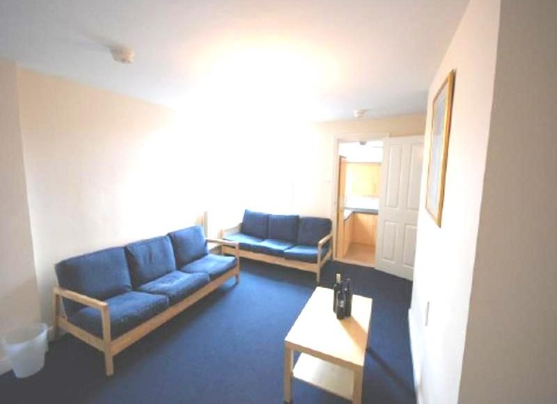 Student or Professional 4 Bed Property on Simonside Terrace, Heaton