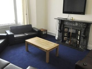 HOUSE To Let on Cavendish Place in Jesmond Lounge