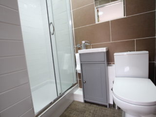 Apartment To Let in South Jesmond Bathroom