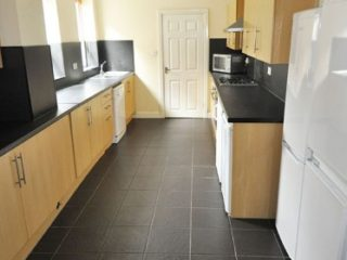 HOUSE To Let on Cavendish Place in Jesmond Kitchen