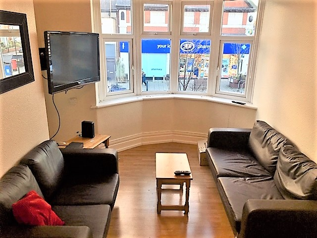 4 Bed Student Upper Flat on Cartington Terrace To Let in Heaton Newcastle Upon Tyne
