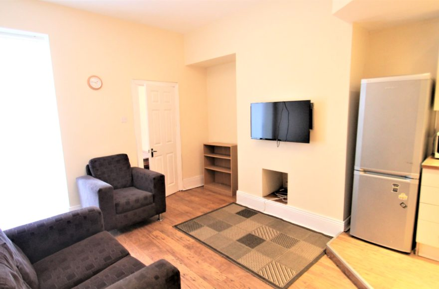 NO FEES 3 Bed Professional Student Family Flat To Let Warton Terrace in Heaton Newcastle Upon Tyne