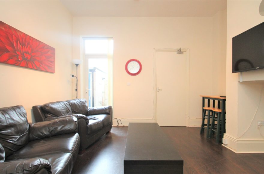 3 Bedroom Professional Student or Family Flat To Let On Warton Terrace Heaton Newcastle Upon Tyne