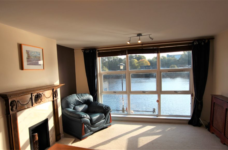 Superb 2 Bed Quayside Waterfront Apartment To Rent to Professionals Mariners Wharf Newcastle Upon Tyne