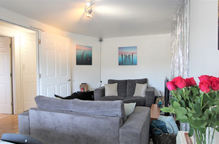 Really Really Lovely 2 Bedoom City Center Apartment To Rent Parish View Pudding Chair in Newcastle